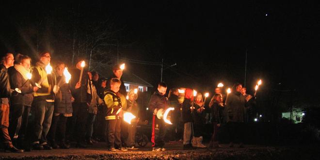 Earth Hour Gråbo 2014 - Fackeltåg