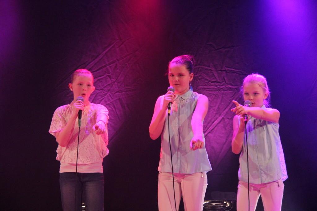 Gråbo Talangen 2014 #15 Tilda, Elin & Cecilia - Skaffa en annan tjej (foto Johan Holst)