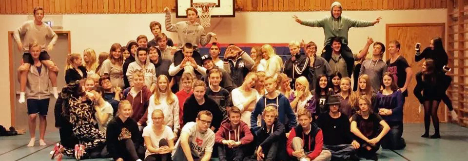 Röselidsskolans 8-9:or och koreografen Victor Henriksson gör det igen!