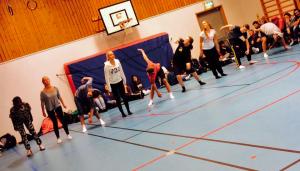 Röselidsskolan 8-9:or dans koreografi
